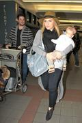 http://img141.imagevenue.com/loc11/th_177315871_Hilary_Duff_arriving_at_LAX19_122_11lo.jpg