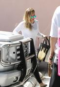 http://img141.imagevenue.com/loc135/th_670027524_Hilary_Duff_at_Pilates_Class3_122_135lo.jpg