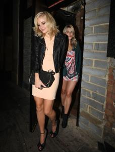 http://img141.imagevenue.com/loc150/th_978577418_Pixie_Lott_Leaving_the_Rose_Club_in_London_September_16_2012_05_122_150lo.jpg
