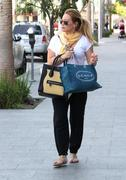 http://img141.imagevenue.com/loc23/th_402845095_Hilary_Duff_Shopping_in_Beverly_Hills33_122_23lo.jpg