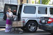 http://img141.imagevenue.com/loc243/th_049007706_Hilary_Duff_Shopping_at_Ralphs_market20_122_243lo.jpg