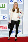 http://img141.imagevenue.com/loc374/th_822683920_Elisabeth_Harnois_CW_CBS_and_Showtime_Summer_TCA_Party8_122_374lo.jpg