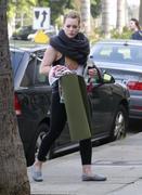 http://img141.imagevenue.com/loc378/th_045653247_Hilary_Duff_heads_to_yoga_in_Studio_City1_122_378lo.jpg