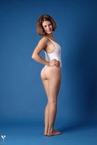 http://img141.imagevenue.com/loc39/th_364899415_tduid300163_silver_angels_Sandrinya_I_whiteswimwear_1_013_122_39lo.jpg