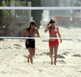 Lindsay Lohan Jogging in Red Bikini on the Beach in Malibu Foto 1058 (Линдси Лохан Бег в Красную бикини на пляже в Малибу Фото 1058)