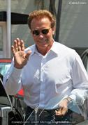 th 583424183 arnold 122 507lo Arnold Schwarzenegger and Maria Shriver met up for furniture shopping