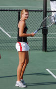 http://img141.imagevenue.com/loc518/th_441340810_Sharapova_training_2006_14_122_518lo.jpg