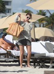 http://img141.imagevenue.com/loc539/th_312763429_Mischa_Barton_Bikini_Candids_on_the_Beach_in_Miami_December_27_2011_244_122_539lo.jpg