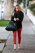http://img141.imagevenue.com/loc570/th_175831984_Hilary_Duff_Leaving_The_Chris_McMillan_Hair_Salon9_122_570lo.jpg