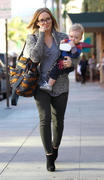 http://img141.imagevenue.com/loc65/th_562011568_HilaryDuff_takes_son_to_a_doctors_appointment15_122_65lo.jpg