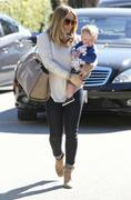 http://img141.imagevenue.com/loc76/th_175805560_Hilary_Duff_out_in_Beverly_Hills4_122_76lo.jpg