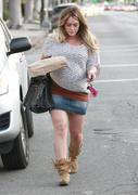 http://img141.imagevenue.com/loc79/th_168249873_Hilary_Duff_Grabbing_Lunch_Cabbage_Patch19_122_79lo.jpg