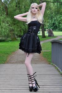Maria Amanda - Gothic Doll [Zip]a5lr1nmutq.jpg